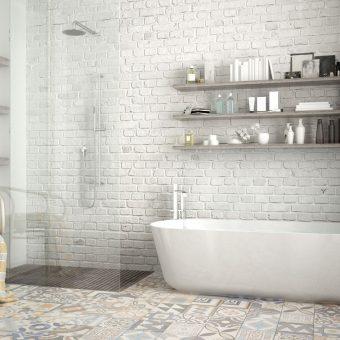 Salle de bain inspiration vintage avec carreaux de ciment au sol