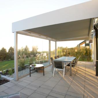 Un extérieur aménagé avec terrasse