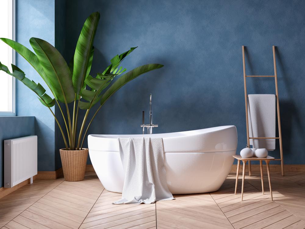 Baignoire en îlot dans salle de bain design