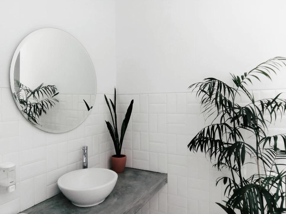 Une vasque dans une salle de bain