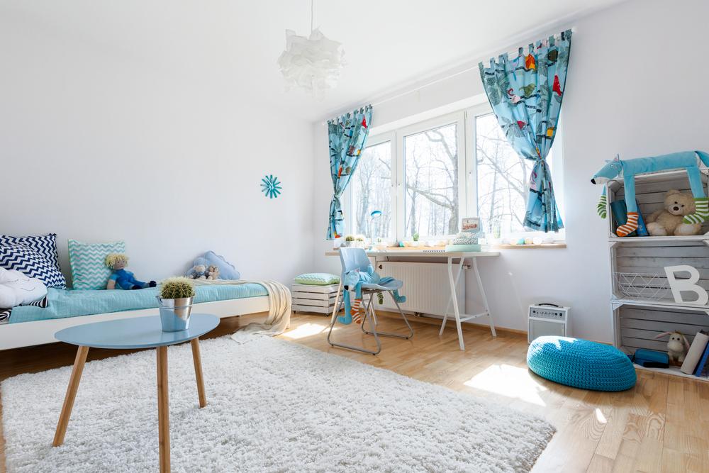 Une chambre d'enfant scandinave colorée